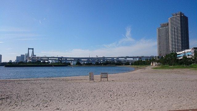 Odaiba beach can be found close to Tokyo.