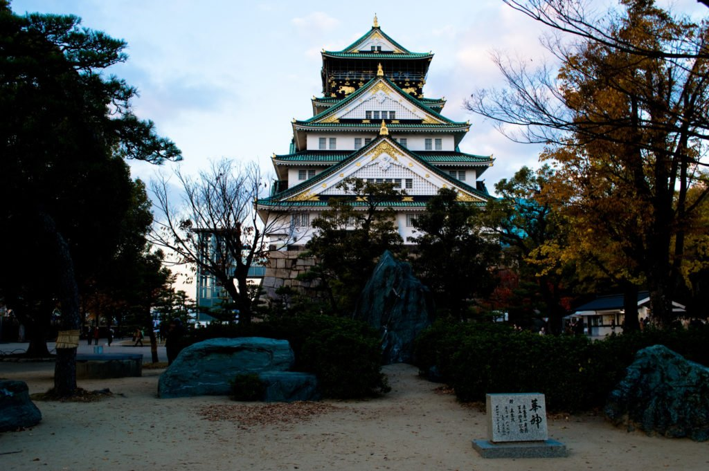 Tourists love the Osaka castle – for a reason