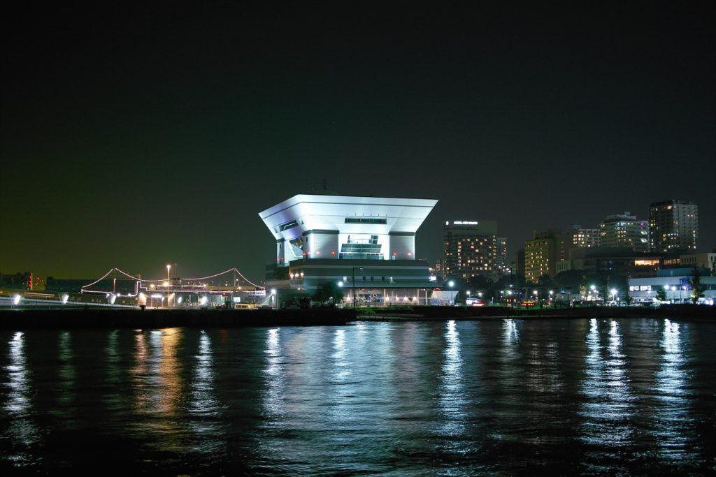 Enjoy the view at Yokohama pier.